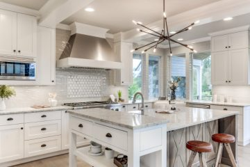 Cocina con gabinetes